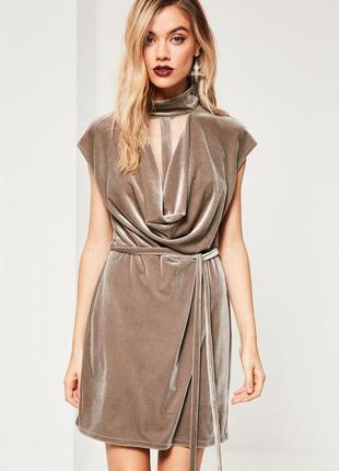 Нарядное бархатное платье с чокером