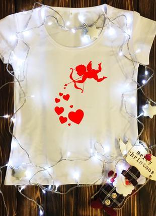Женская футболка  с принтом - амур с сердечками
