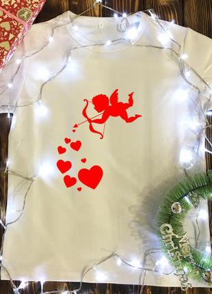 Мужская футболка с принтом - амур с сердечками