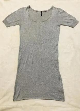 Трикотажное серое платье с коротким рукавом
