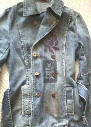 Джинсовый плащ - пиджак с принтом