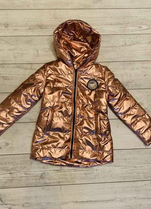 Модная куртка цвета металик на девочку 6-8 лет