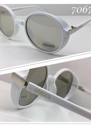 Стильные солнцезащитные очки кругляши в белой оправе