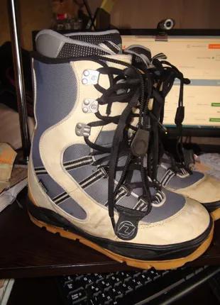 Продам  сноубордические  ботинки Deeluxe  46 размер