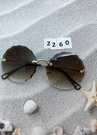 Трендовые круглые солнцезащитные очки коричневые к. 2260