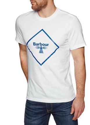 Невероятно нежная хлопковая с большим лого футболка barbour be...