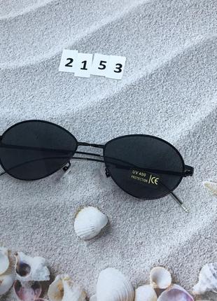 Топовые солнцезащитные очки в черной оправе с черными линзами ...