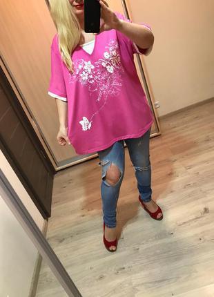 Розовая качественная футболка со стразами