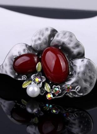 Оригинальная брошь в цвете марсала
