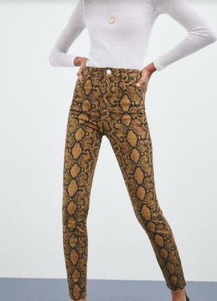 Тренд джинси zara принт змеиный джинсы брюки