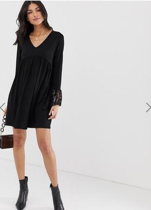 Свободное платье с v-образным вырезом и кружевными манжетами-к...