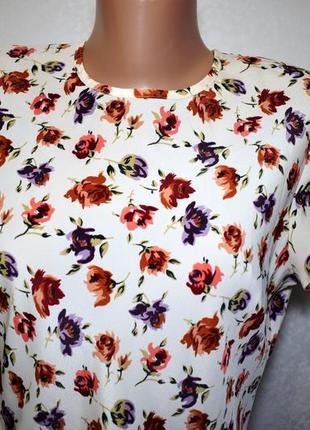 Легкое платье в цветочный принт, размер л