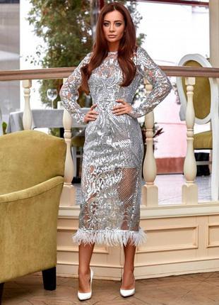 Элегантное платье с узором из пайеток