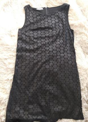 Платье-футляр черное под кожу размер 44