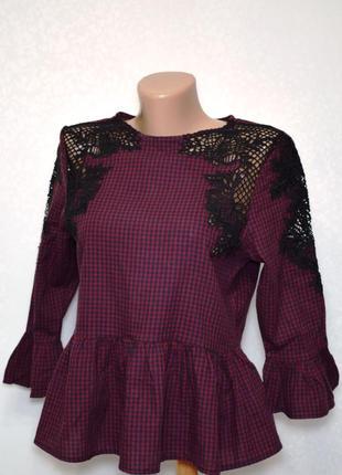 Клетчатая блуза с кружевом и рюшами