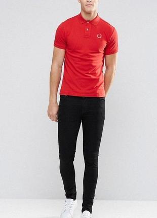 Яркая красная футболка мужское поло