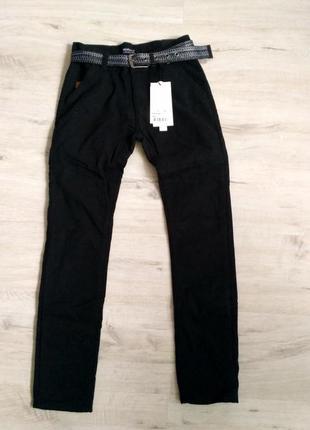 Новые черные котоновые брюки для мальчиков в школу. зима. флис...