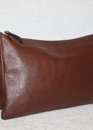 Аккуратная кожаная сумка на три отделения