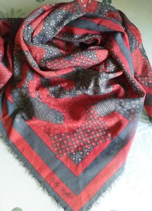 Fisba-stoffels   большой платок из тонкой шерсти