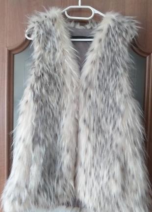 Zara  жилетка из искусственного меха