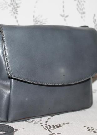 Аккуратная кожаная сумка через плечо/кроссбоди