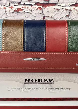 Красивый кожаный кошелек. женский бумажник в коробке. кожаное ...
