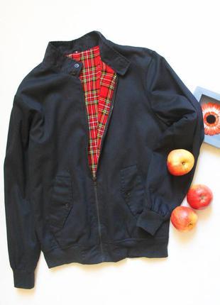 Прикольная черная куртка бомбер, размер s