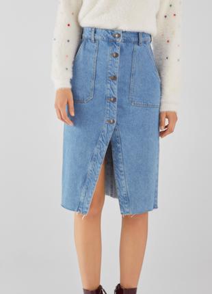 Bershka джинсовая юбка миди на пуговицах с разрезом