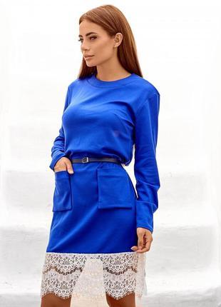 Закрытое синее платье с накладными карманами