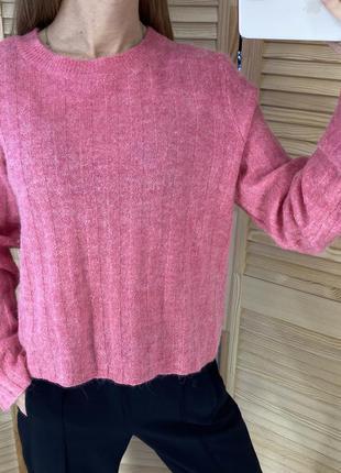 Розовый свитер в рубчик h&m