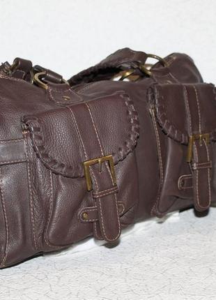 Большая кожаная сумка с красивыми плетеными ручками