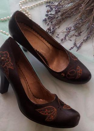 Туфли лодочки,  натуральная кожа с каблуком 8 см, черные вышиты