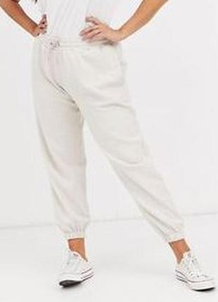 Классные трикотажные спортивные штаны джоггеры кремовый меланж...