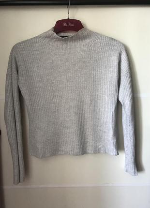 Прямой свитер вязанный под горло водолазка