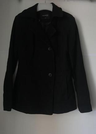 Короткое пальто осень чёрное с пуговицами