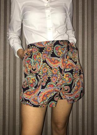 Ассиметричная юбка-шорты с принтом турецкие огурцы с карманами...