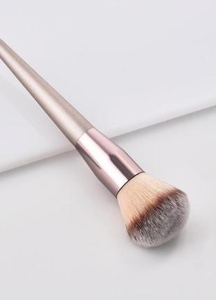 Новая кисть для макияжа кисточка