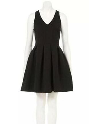 Чёрное платье с пышной юбкой