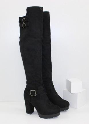Женские демисезонные черные замшевые сапоги ботфорты на каблуке