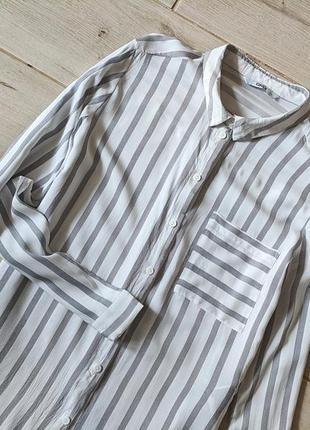 Базовая рубашка в вертикальные полоски с карманом свободного к...
