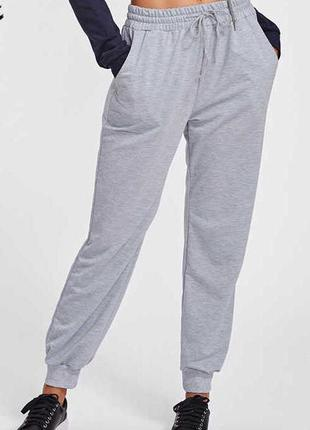 Классные трикотажные спортивные штаны джоггеры серый меланж вы...