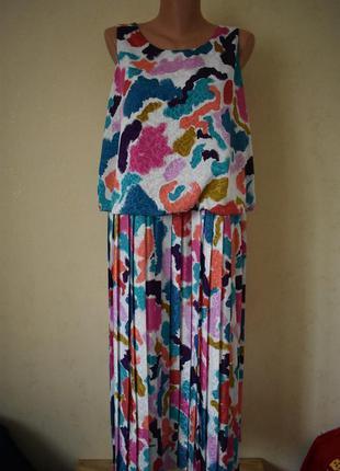Красивое платье с принтом и плиссированной юбкой elite