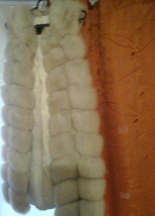 Меховая жилетка из натурального песца