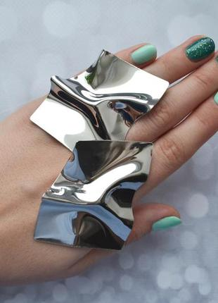 Массивные мятые серьги-пластины в стиле zara крупные серебро