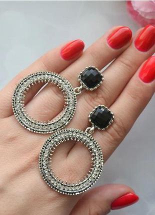 Серьги-кольца с камушками нарядные