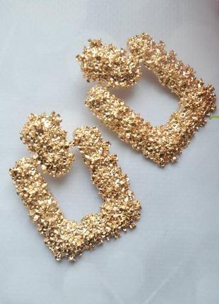 Трендовые серьги в стиле zara золото