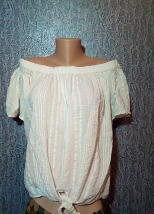 Нежная, лёгкая блузка с открытыми плечами.