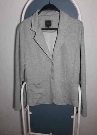 Трикотажный пиджак, жакет