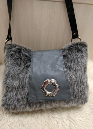 Кожаная сумка на плечо с мехом