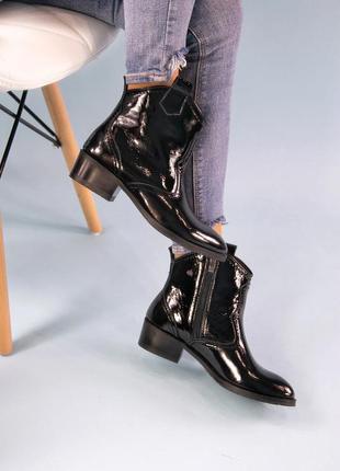 Лаковые демисезонные женские ботинки